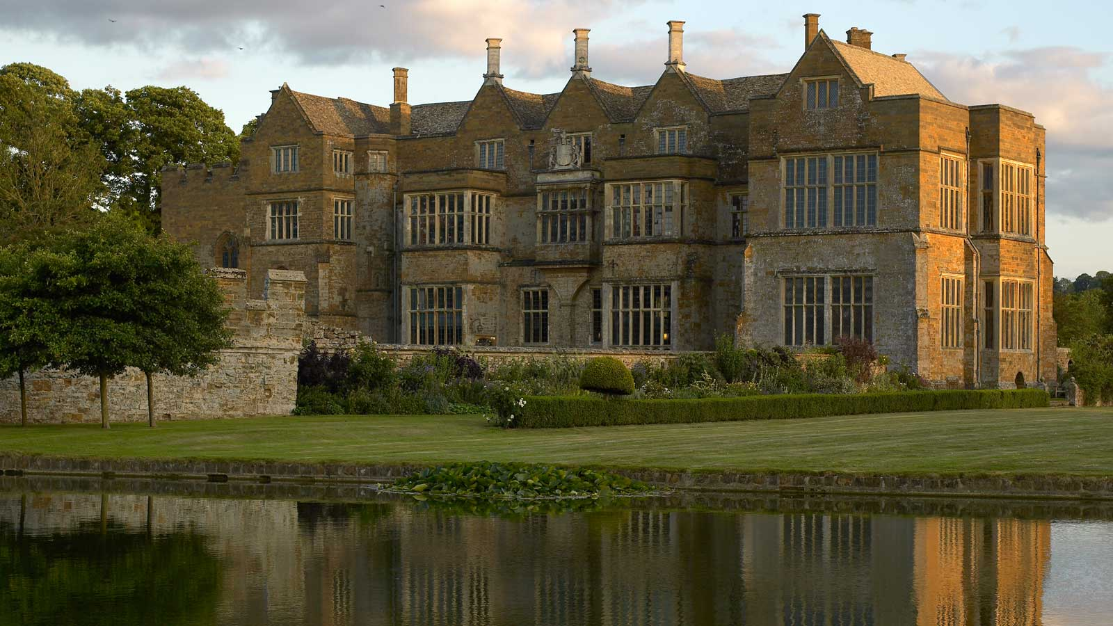 Broughton Castle Experience Oxfordshire Math Wallpaper Golden Find Free HD for Desktop [pastnedes.tk]