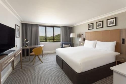 doubletree-hilton-bedroom