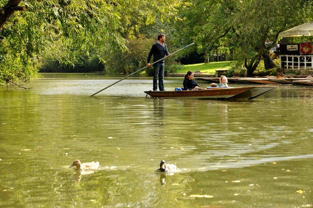 Traditional Punt & Boat Hire at Cherwell Boathouse | Experience Oxfordshire