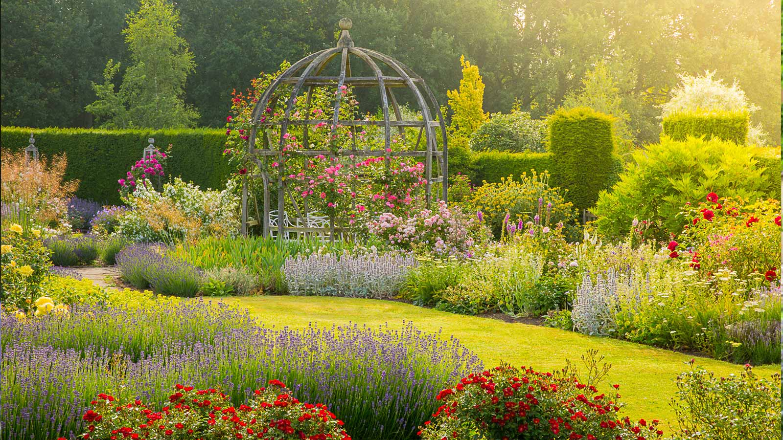 Secret Garden: Country Houses And Gardens In Oxfordshire